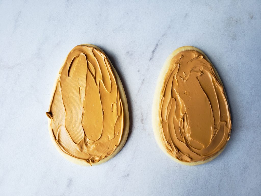 Oval iced cookie