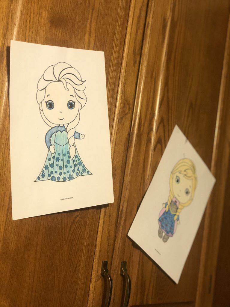 Anna and Elsa from Frozen coloring pages